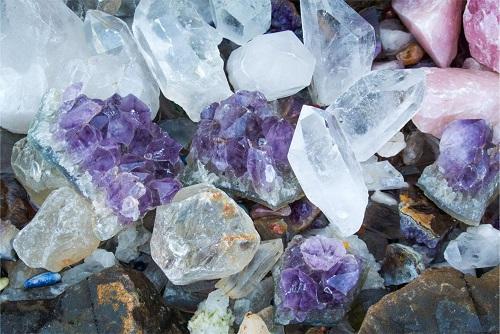 ミネラル・酵素・ビタミンとも相性が良いケイ素は、水晶と密接に関係している
